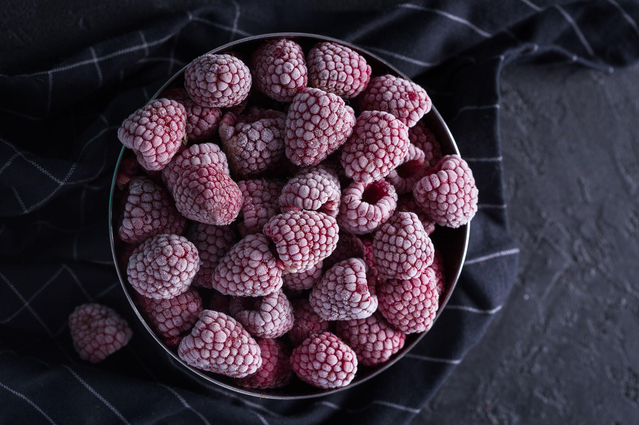Me Berry Pancakes: Frozen Raspberries